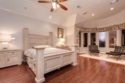 Queen bedroom set. Free