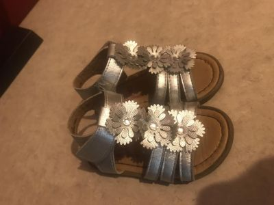 Rugged Bear Silver Sandals Toddler Girls Size 5 Super Great Condition $3.00