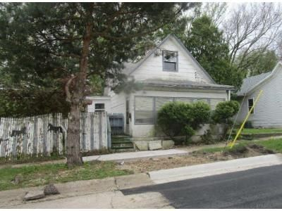 3 Bed 1 Bath Foreclosure Property in Rockford, IL 61104 - 7th Ave