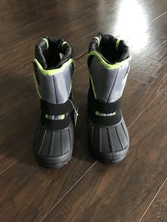 New with tags snow boots toddler/youth size 12