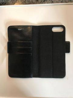 iPhone 7 Plus Wallet- missing magnetic casing