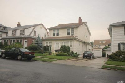 ID#: 1322707 Beautiful Spacious 2nd Floor Apartment