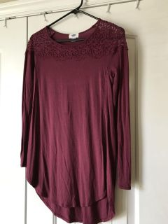 Old Navy burgundy tunic with lace size xsmall
