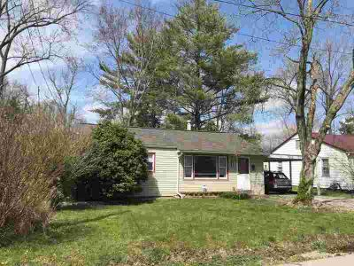 912 W Linden Street Carbondale Three BR, Move in ready!