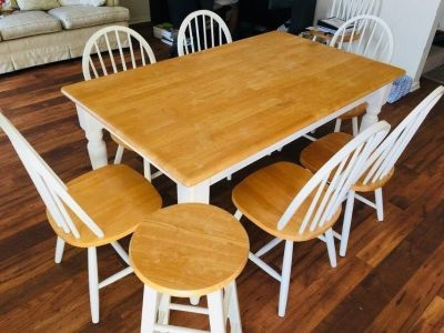 Dinning table and 7 chairs + 2 bar stools!