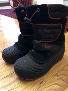 Boys Totes snow boots - Size 3