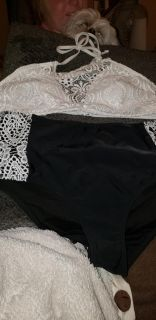 Super cute bathing suit xl top and large bottom