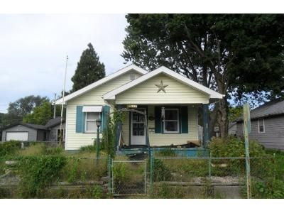 2 Bed 1 Bath Preforeclosure Property in Anderson, IN 46016 - Lincoln St