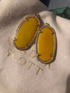 KENDRA SCOTT ELLE EARRINGS IN YELLOW