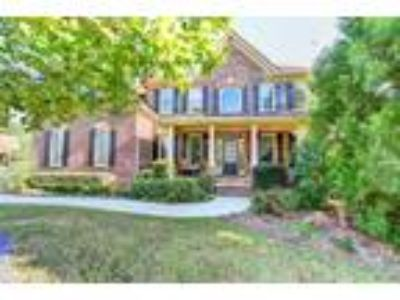 Exquisite Traditional Home in Hoschton!