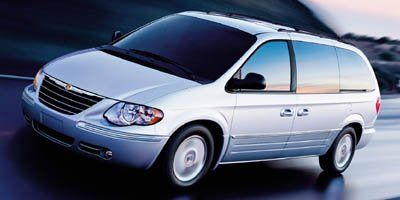 2005 Chrysler Town & Country LXi (White)
