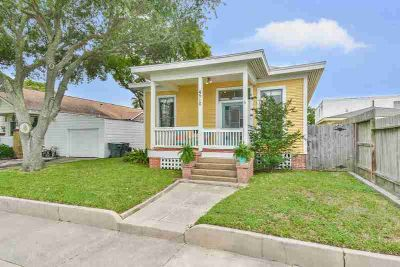4510 Avenue R 1/2 Galveston Two BR, Adorable cottage with large