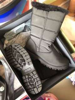 Women s Size 7 Winter Boots - Brand new