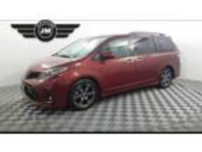 Used 2018 Toyota Sienna Red, 44.5K miles