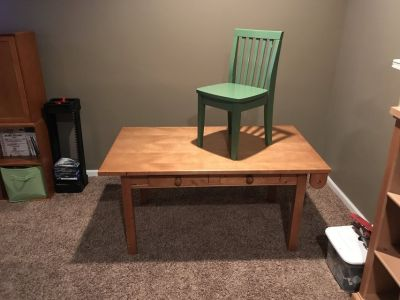 Kids craft table and chair