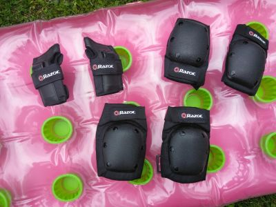 Razor wrist, elbow and knee pads.. Excellent condition!