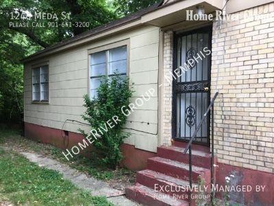 Classic 3 Bedroom House in Memphis! HW FLRS & 2 Car Garage!