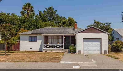 841 Camellia Way Vacaville Three BR, This home is ready for you!