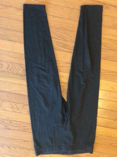 VS Pink Black cropped leggings size Large