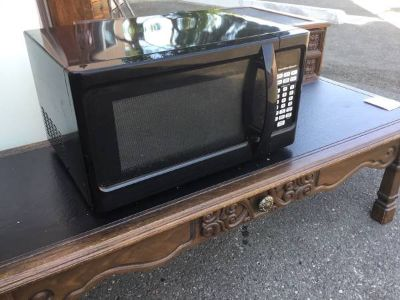 Nice Hamilton Beach Microwave - Delivery Available