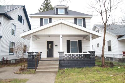 Single Family Home in SE | New Carpet and Paint