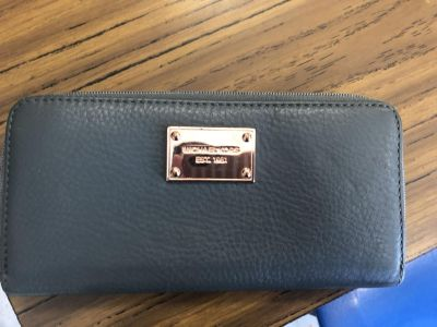 New Michael kors wallet. Never used