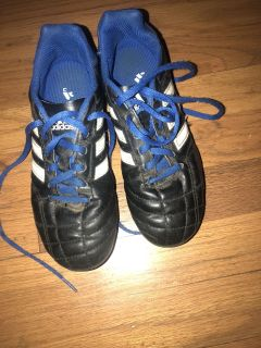 Size 3.5 youth soccer cleats