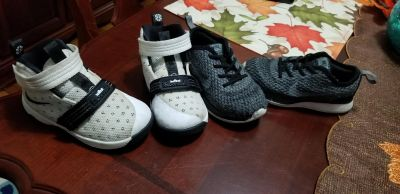 Toddler boys sz 8. Lebrons and nikes