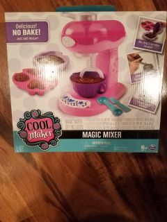 New Cool Maker Magic Mixer set. Comes with cake and brownie mixes.