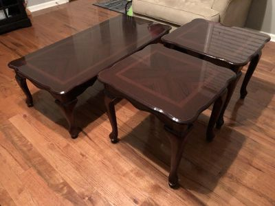 Coffee and end tables set