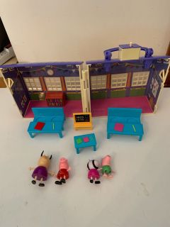 Peppa pig school with pieces