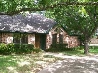 4 Bed 3 Bath Foreclosure Property in Granbury, TX 76049 - Ravenswood Rd