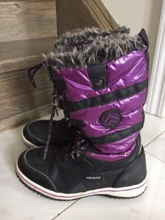 Winter boots for a girl size 3 $10