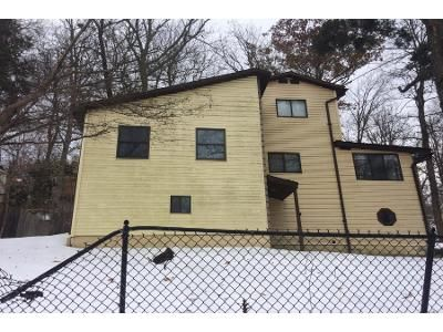 2 Bed 1 Bath Preforeclosure Property in Monroe, NY 10950 - Underhill Trl