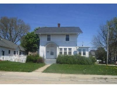 3 Bed 1 Bath Foreclosure Property in Rochelle, IL 61068 - 6th Ave