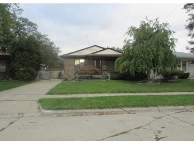 3 Bed 1 Bath Preforeclosure Property in Madison Heights, MI 48071 - Delton St