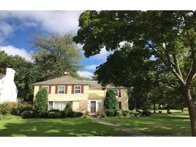4 Bed 2.5 Bath Preforeclosure Property in Cleveland, OH 44118 - Newbury Dr