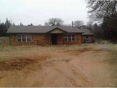 4 Bed 1 Bath Foreclosure Property in Edmond, OK 73034 - Thousand Oaks Dr