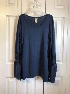 Women s size 3xl tunic with lace detailing on sleeves
