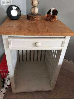 Cute Bedside Table with drawer.