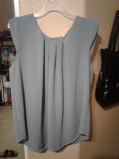 Super cute grey top soft and flowy size L $3