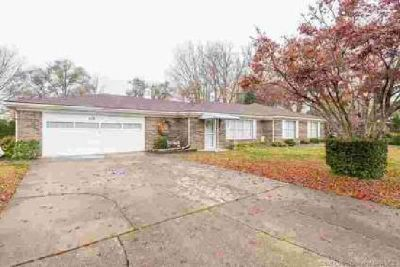 519 Beechlawn Drive Clarksville Three BR, Welcome to you new home