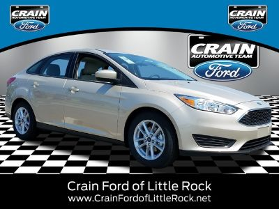 2018 Ford Focus SE SEDAN (White Gold)