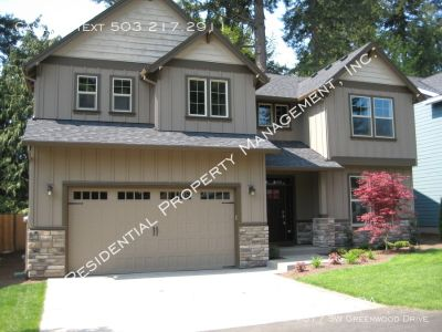 Exquisite SW Portland Home located in Garden Home!