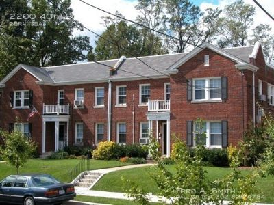 2BR + Den in Glover Park! 2200 40th Place, NW