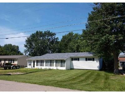 3 Bed 1 Bath Foreclosure Property in Le Grand, IA 50142 - S Webster St