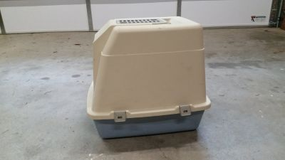 Covered litter pan