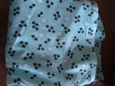 2 yrds cottom fannel with paw prints