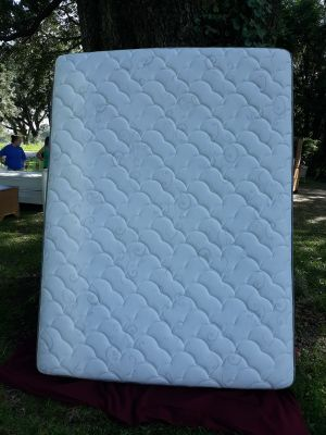 Queen size soda mattress in excellent condition