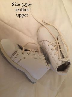 Size 3.5w - leather upper baby shoes